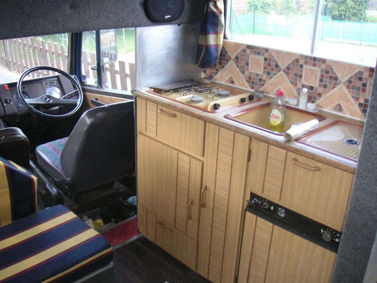 Secondhand Lorries And Vans Horse Lorries Mercedes 709d Full Living Horse Box Sheffield