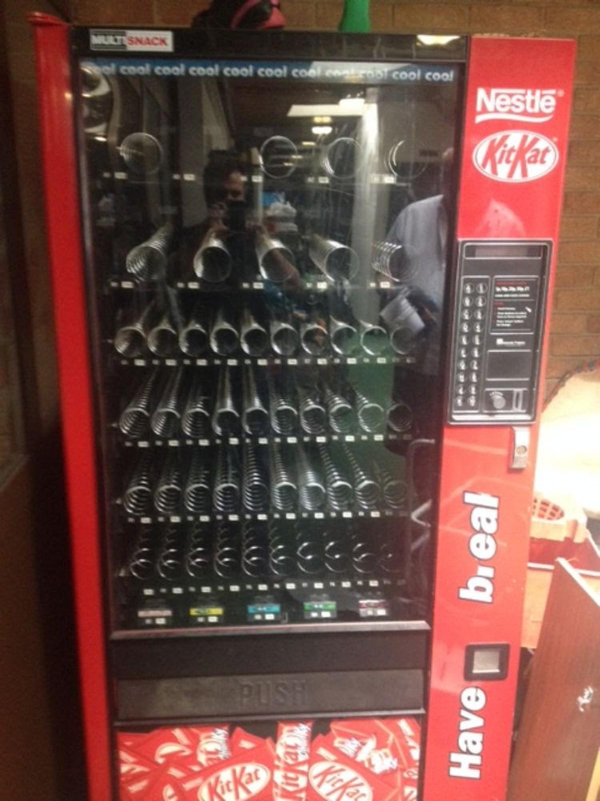 Secondhand Catering Equipment Vending Machines Kit Kat