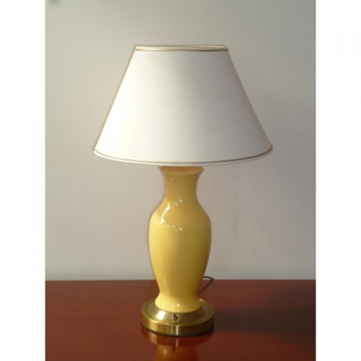 Secondhand Hotel Furniture Lighting 60x High Quality Yellow And Gilt Table Lamps