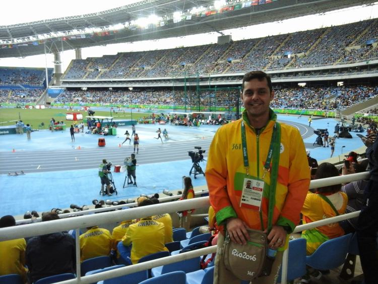 Rio 2016 voluntario atletismo uniforme