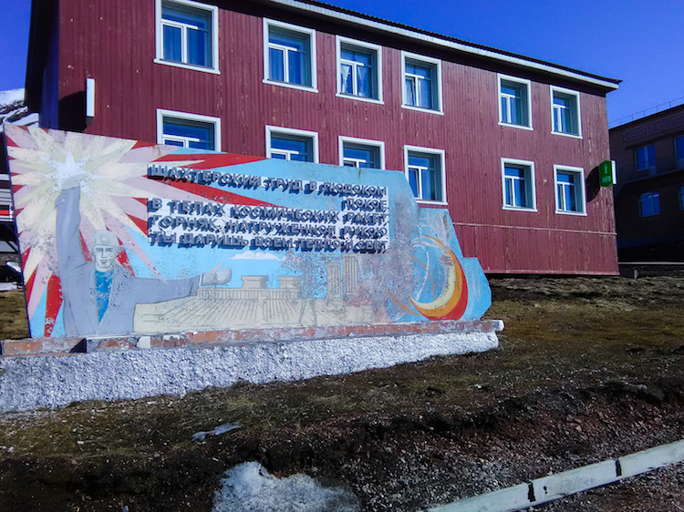 Mural soviético em Barentsburg Svalbard