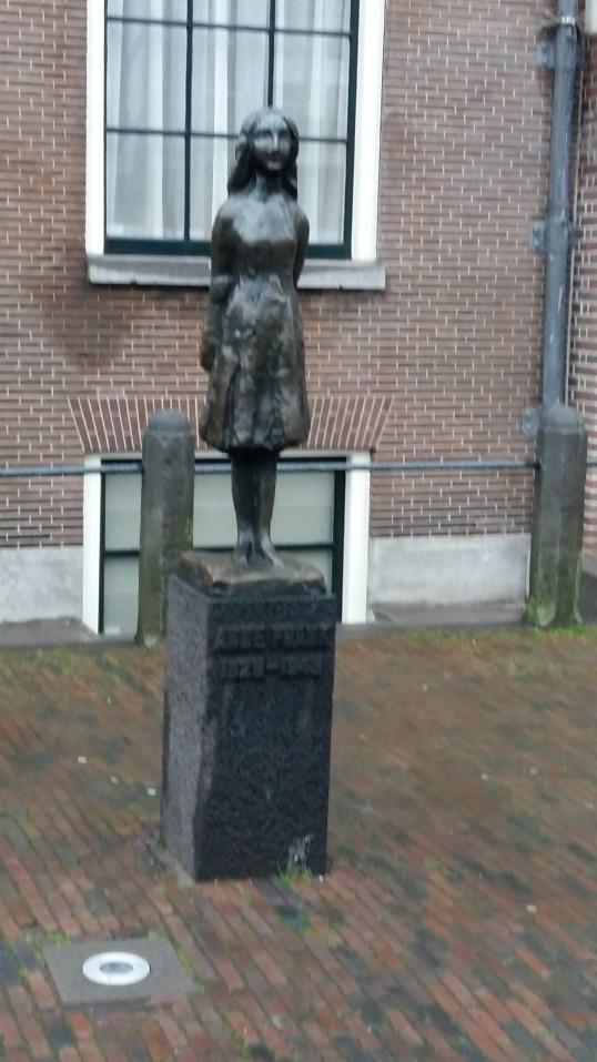 Estátua de Anne Frank