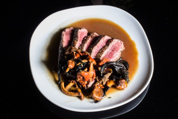 Bavette steak with 5 chanterelles