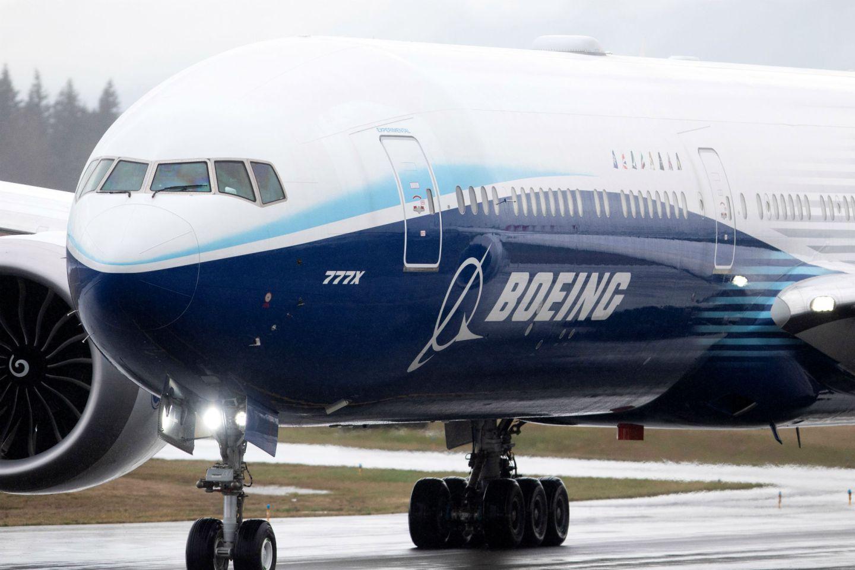 Boeing 777X faz voo inaugural