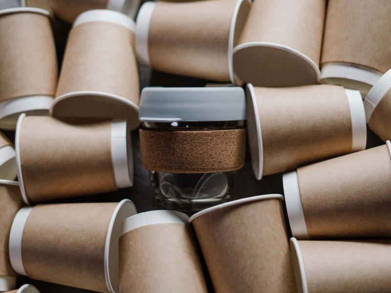 Vasos cartón marrón blanco