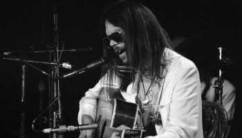 Neil Young vende los derechos de sus canciones por 122 millones de euros