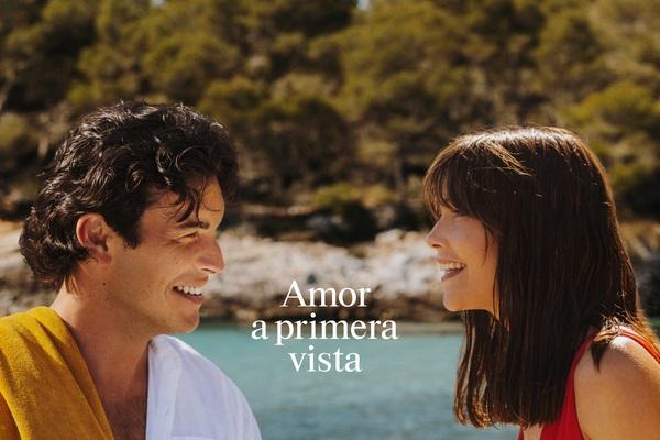 Estrella Damm da la bienvenida al verano con 'Amor a primera vista', el nuevo spot de la saga Mediterráneamente