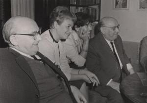 Gerhart, wife Hilde Vogel-Rothstein, Steffy and Hanns Eisler enjoy an evening together in Pankow