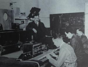 Instruction in sound recording at Berlin's Music Academy - Paul Hindemith on the far right