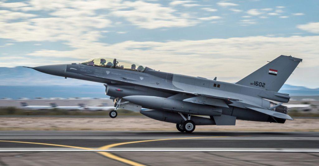 Falta de suprimentos e ataques do Daesh afetam a IqAF.  Os F-16IQ estão praticamente parados na base aérea de Ballad  (Foto: USAF/Senior Airman Jordan Castelan).