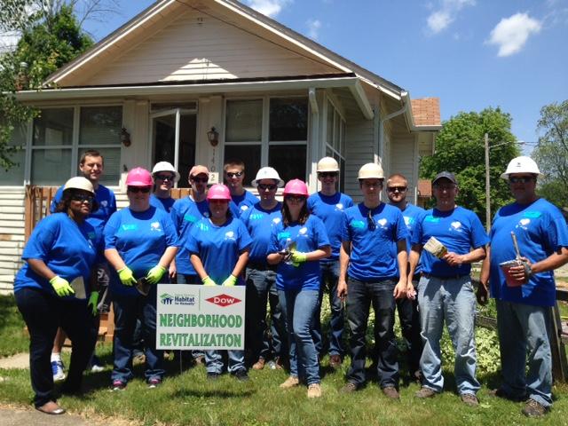 Consumers Energy Employees Volunteering | Force4Michigan