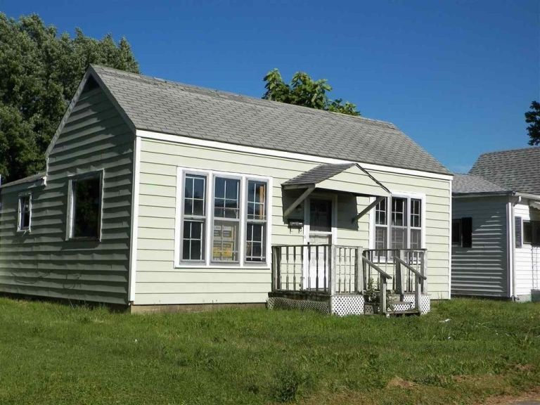 Very Clean 3 bedroom home in Anderson Indiana 5