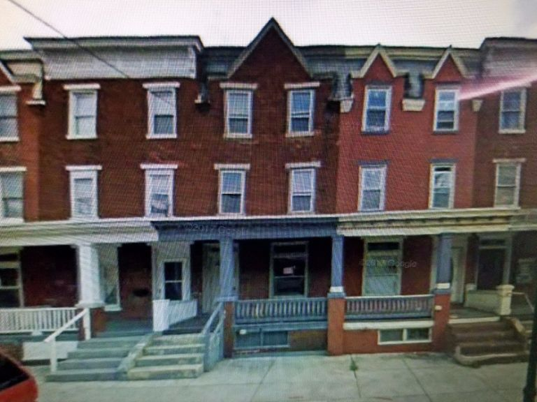 Three story townhouse for sale in Pennsylvania with four bedrooms 3