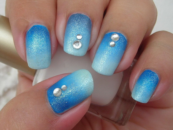 Ombre Blue Nail Art Design for Short Nails.