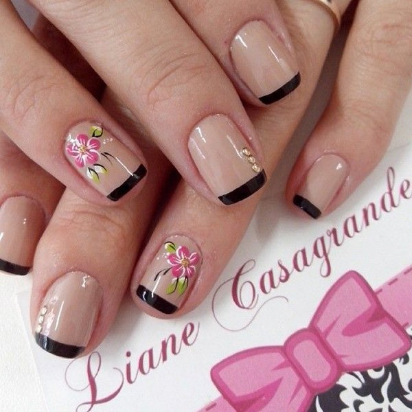 Black Tips Flower Nail Art Design.