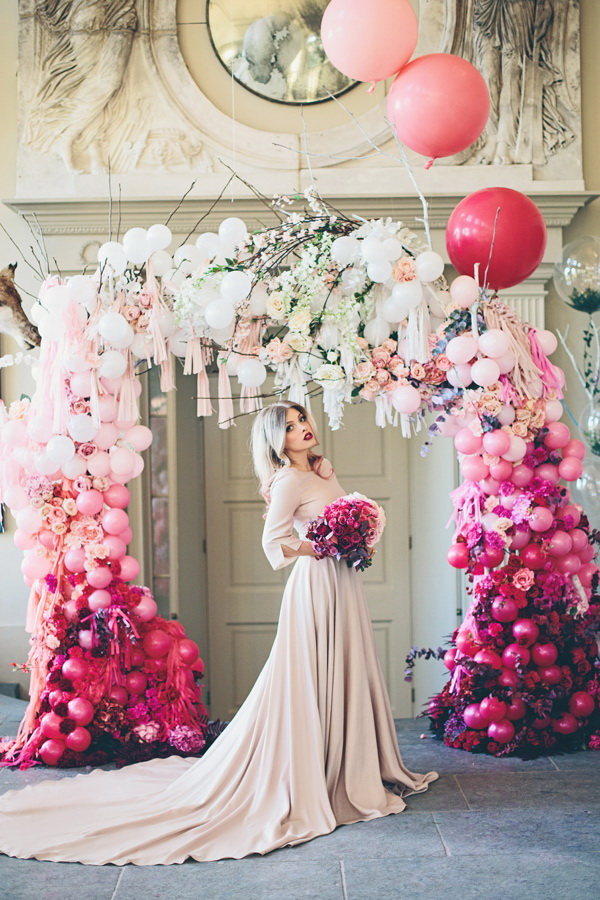 Balloons and Flowers Wedding Arch. What a beautiful wedding arch decoration idea! Love it & 20 Beautiful Wedding Arch Decoration Ideas - For Creative Juice