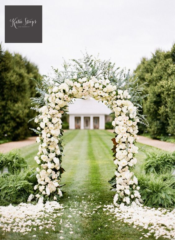 Fresh Flowers Ourdoor Wedding Arch Decoration.
