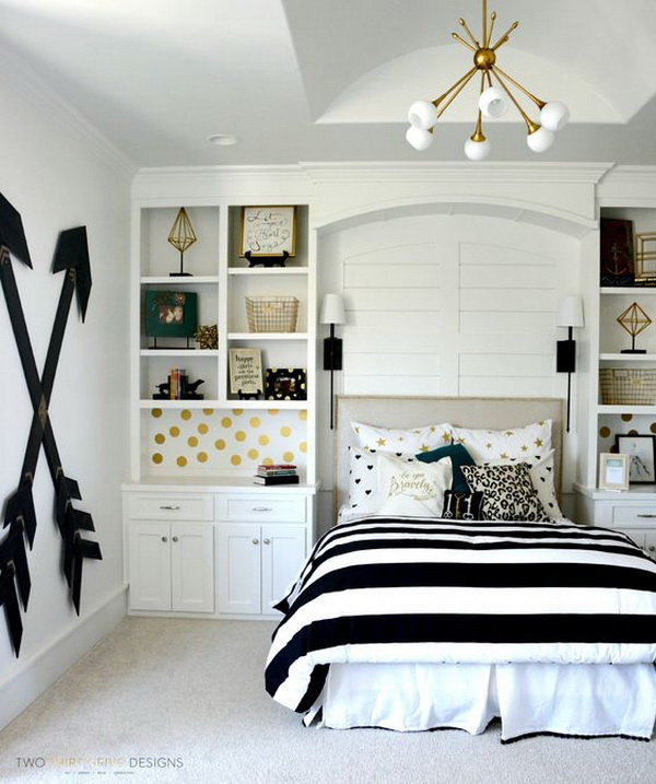 Pottery barn teen girl bedroom with wooden wall arrows. Budget-friendly choice for a : teenage-room-girl - designwebi.com