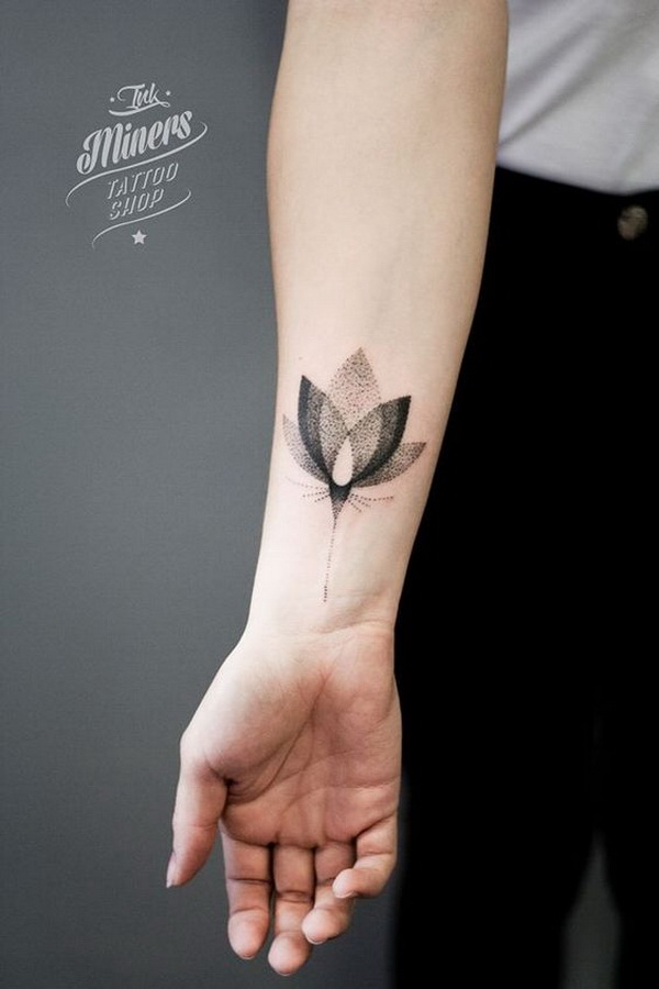 Otted Lotus Tattoo en el antebrazo.