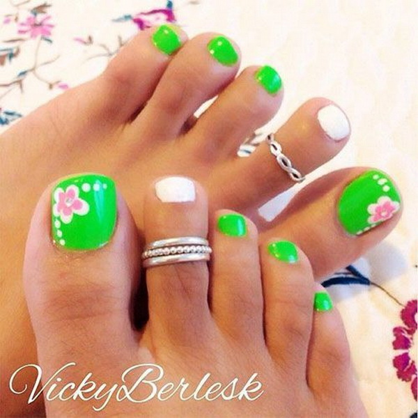 Fresh Green Toe Nails with White and Pink Flowers.