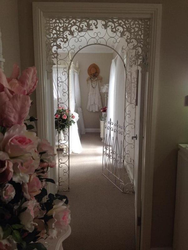 Beautiful Shabby Chic Bedroom Door Decor.