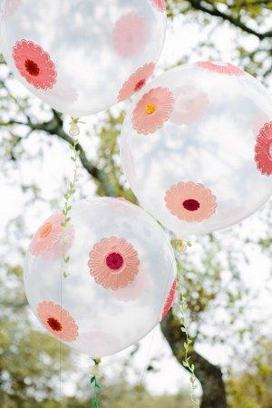 Как украсить шарами комнату на день рождения?