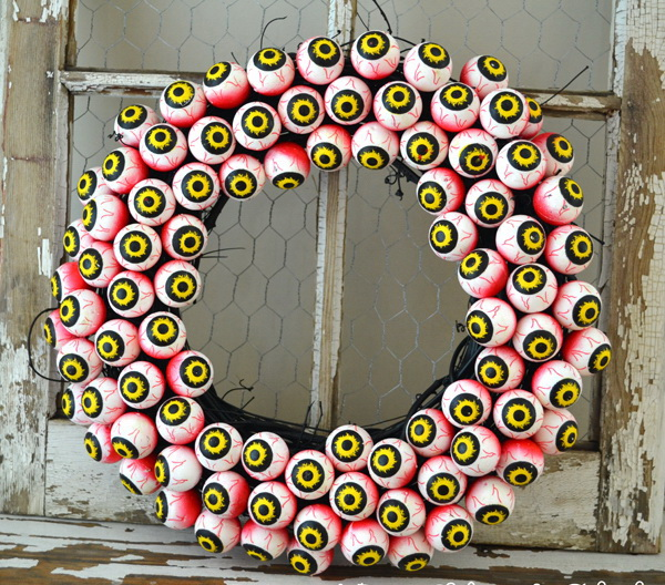 Spooky Eyeball Wreath.