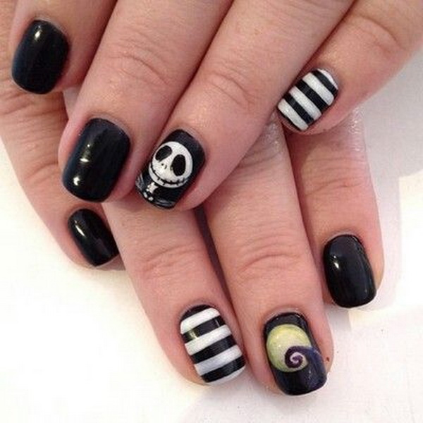 Nightmare Halloween Nail with a small Skull  Design. Halloween Nail Art Ideas.