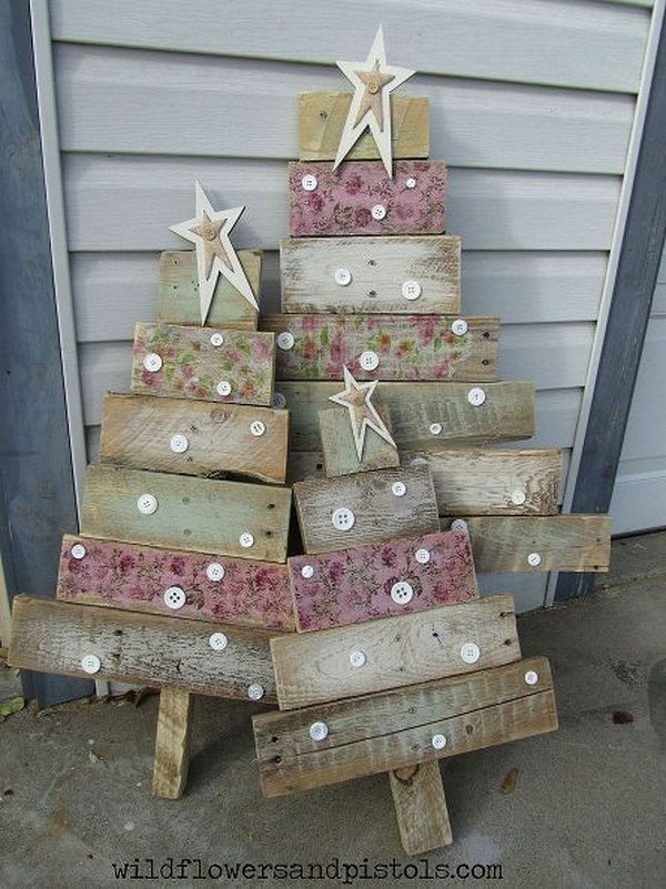 Pallet Wood Christmas Trees. Create these lovely rustic Christmas trees with pallet wood! It is such a fun decor for holiday!