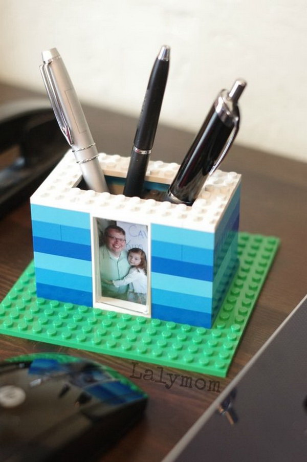 LEGO Photo Pen Holder for Dad. Build a pen holder out of Legos and personalize with the photos of your dad and you. Perfect for gift for Father's Day and also for birthdays, Mother's Day.