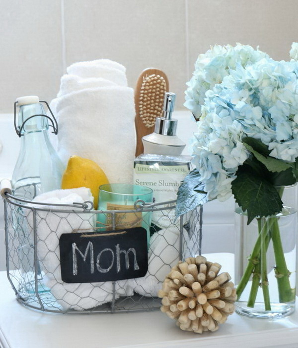 Mother's Day Crafts and gifts: Mother's Day Spa Gift Basket.