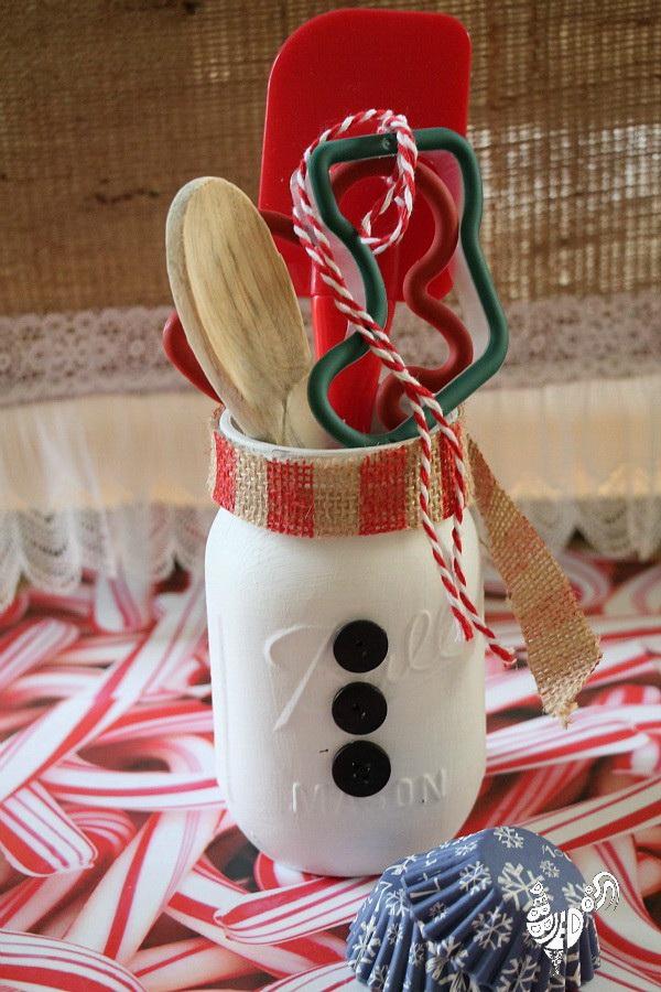 Christmas Neighbor Gift Ideas: Mason Jar Snowman