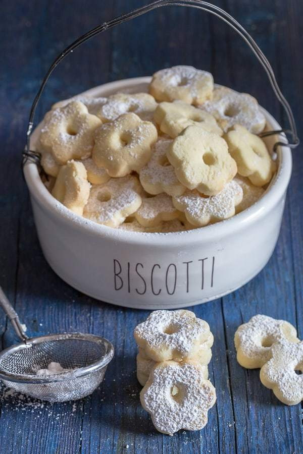 Quick and Easy Christmas Treat Ideas: Canestrelli Delicious Italian Cookies.