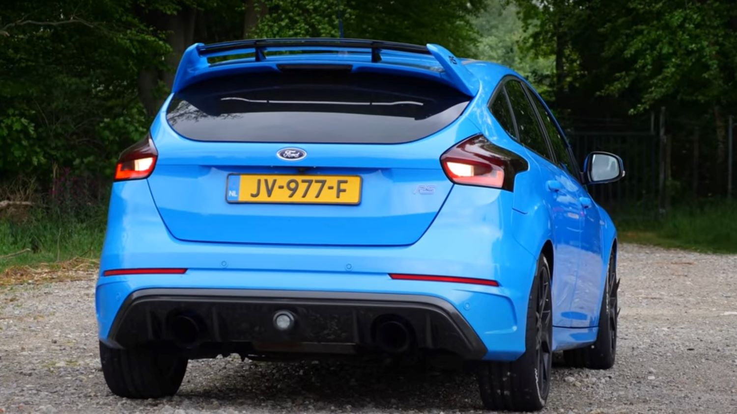 440 horsepower ford focus rs is crazy