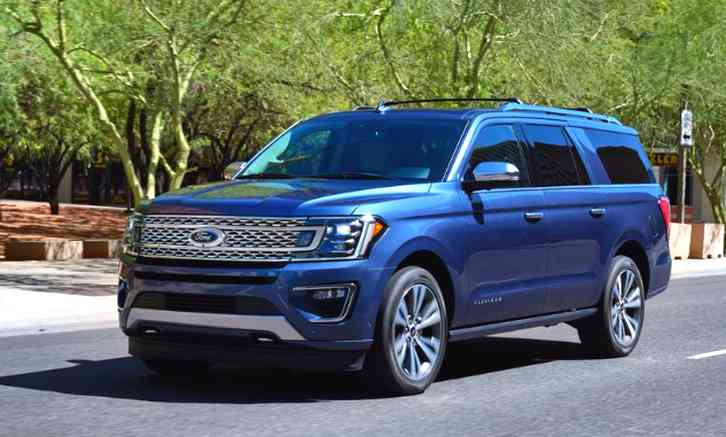 A batch of new spy photos from a reader shows that Ford is working to give the Expedition a mid-cycle refresh