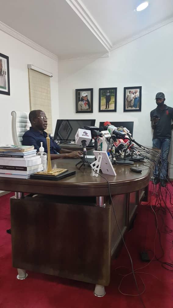 APC Crisis: Oshiomhole Pledges Loyalty To Buhari, Accepts Fate