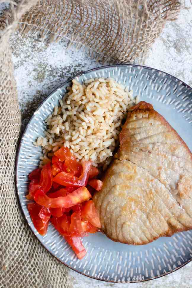 easy tuna steak recipe with tomatoes and rice