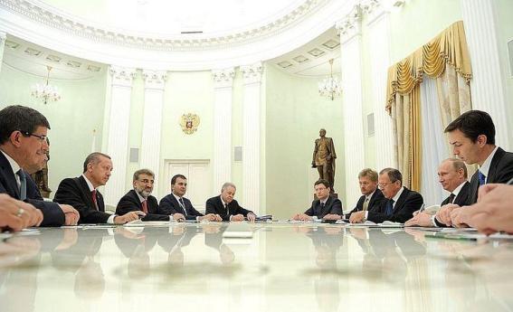 Делегациите на Русия и Турция по времето, когато отношенията между двете държави все още бяха нормални.
