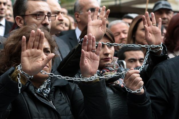 Турция: Да се простреляш в крака