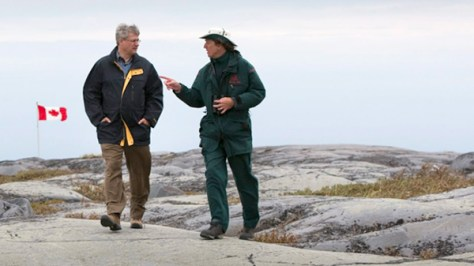 PM Harper is given a tour of Cape Merry Historical Site in Churchill by a Parks Canada presenter. © Sean Kilpatrick / The Canadian Press