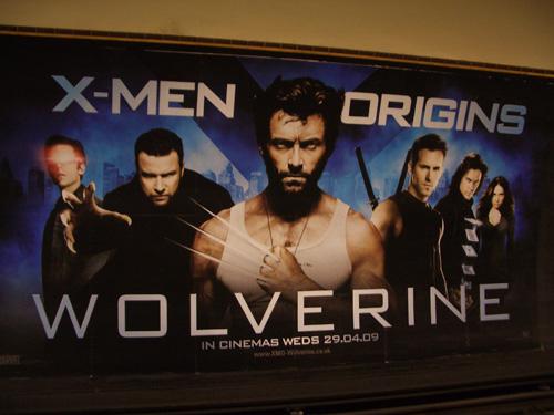 Metrotunnelia koristava Hugh Jackman ei muuten ole mikään erikoinen, mutta Wolverine-roolissaan toimii kyllä.