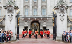 buckingham-palace-guards-july-ftr
