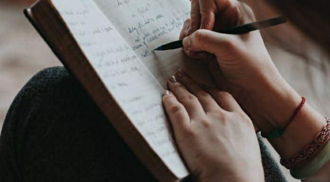 The Principles and the Identification Features of a Handwriting