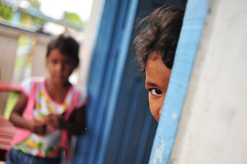 Niños de la comunidad de Sao Felix, en la Amazonía brasileña. Fotografía de Neil Palmer/CIAT para CIFOR
