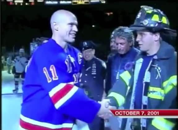 Mark Messier shakes the hands of first responders after 9/11