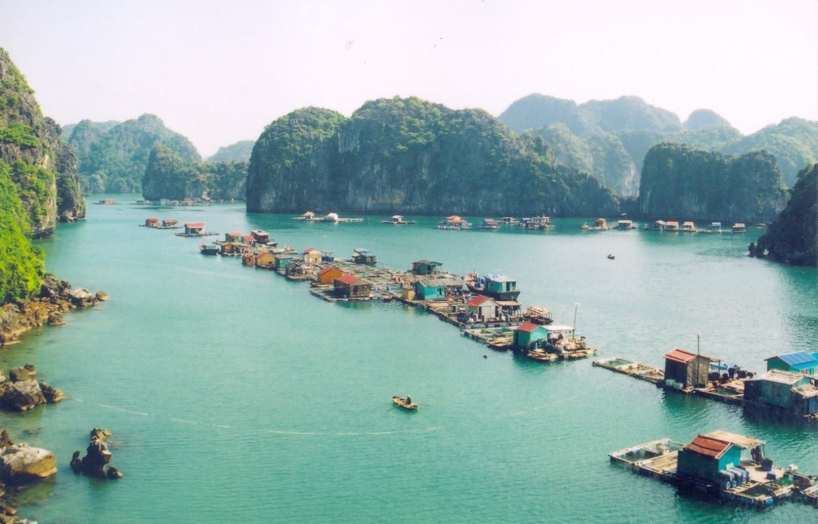 floating village-vietnam-halong-travel