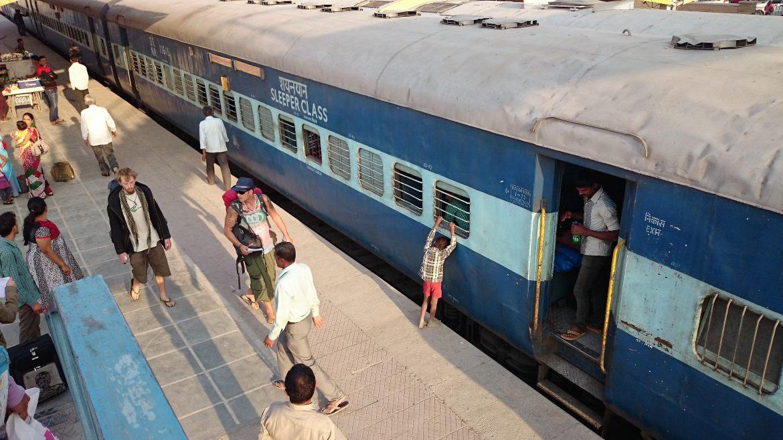 India travel budget-train-rajasthan-jaisalmer