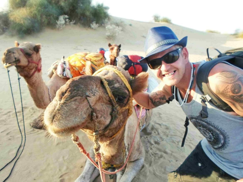 jaisalmer-camel-safari-india-selfie