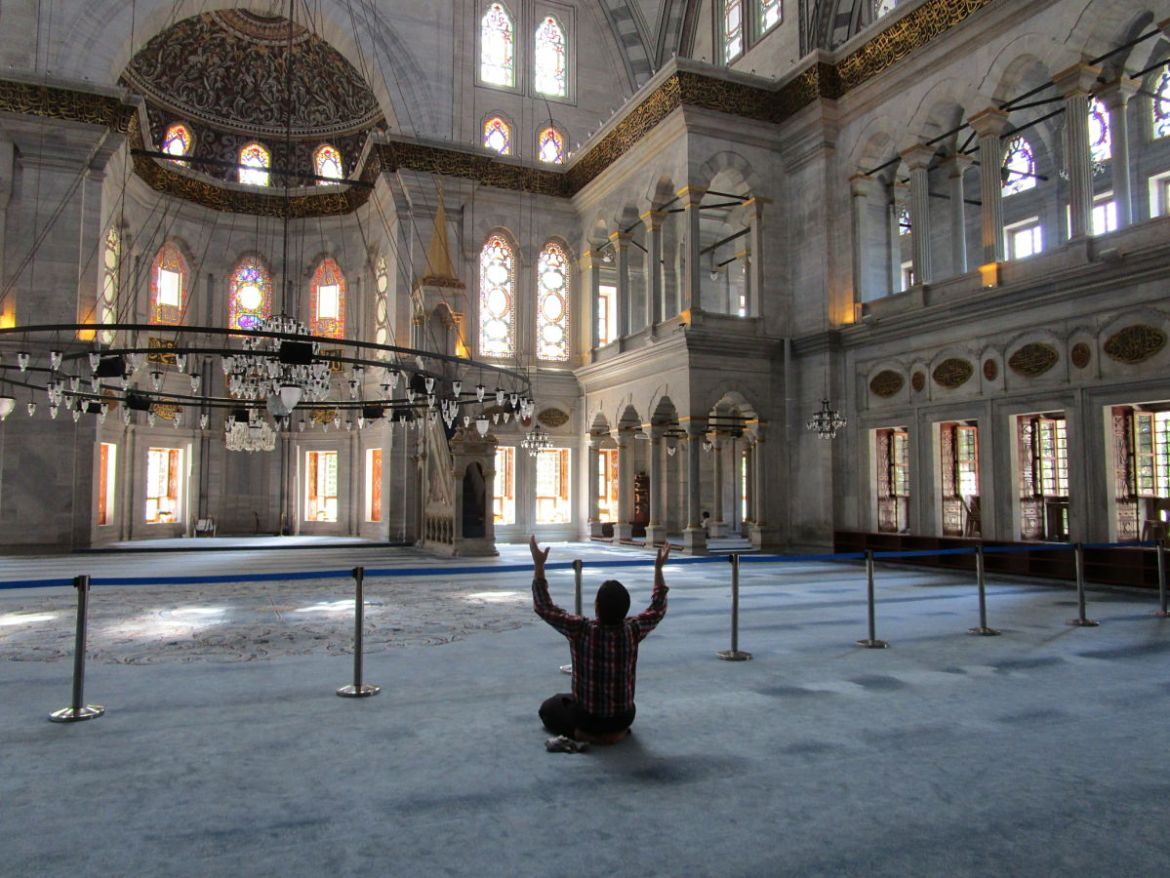 layover in istanbul-prayer-mosque