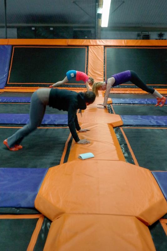 jump-in-den-handstand